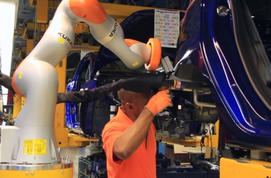 New collaborative robots, also known as co-bots, are first being used to help workers fit shock absorbers to Fiesta cars, a task that requires pinpoint accuracy, strength, and a high level of dexterity. Employees work hand-in-hand with the robots to ensure a perfect fit every time.